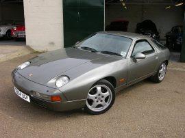 1200px-1987_Porsche_928_S4_front