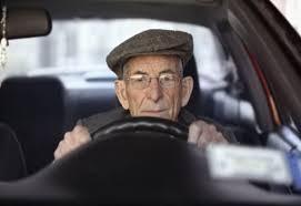 La guida con il cappello