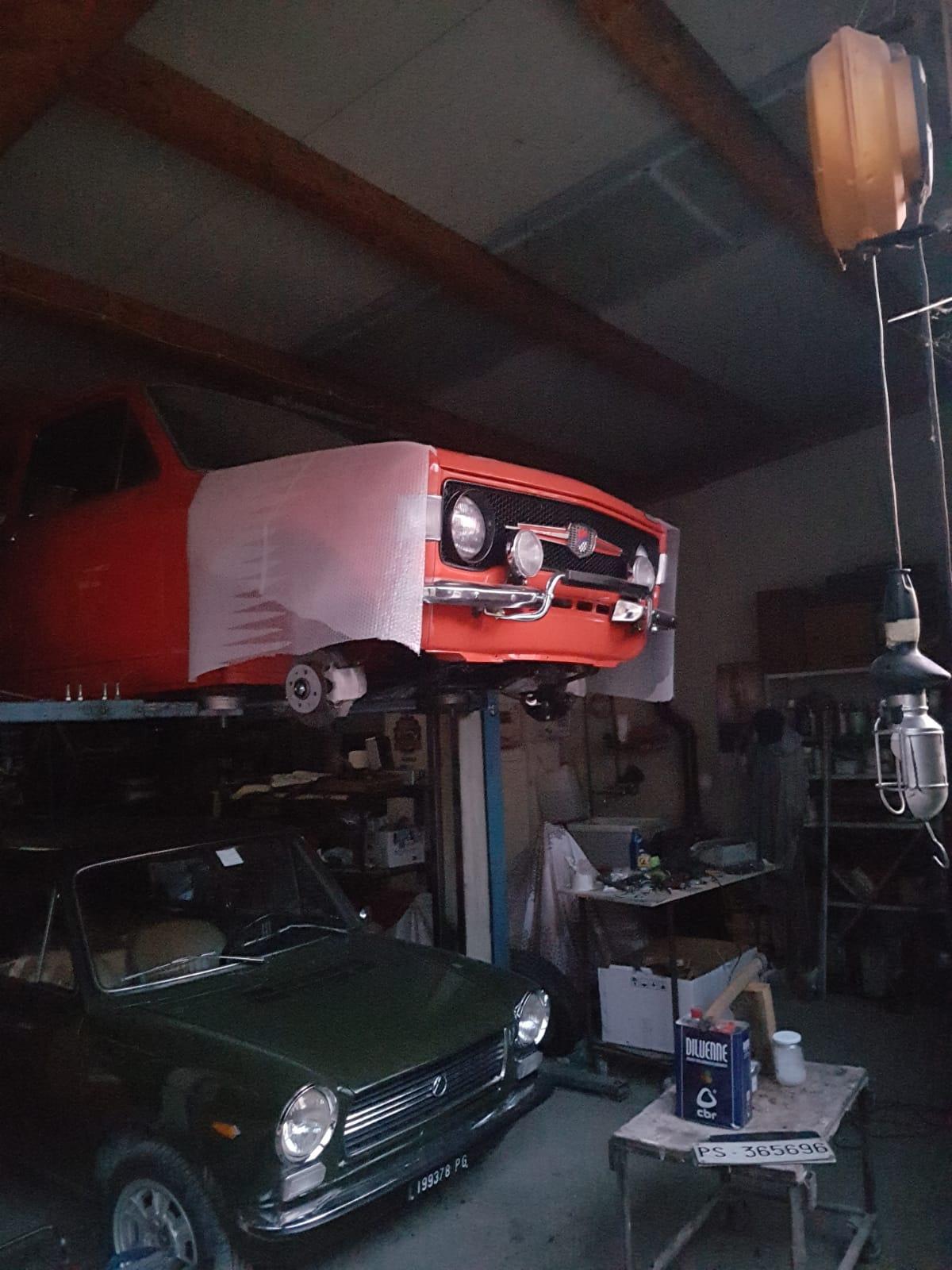il restauro di una auto, fatto da un gruppo di amici