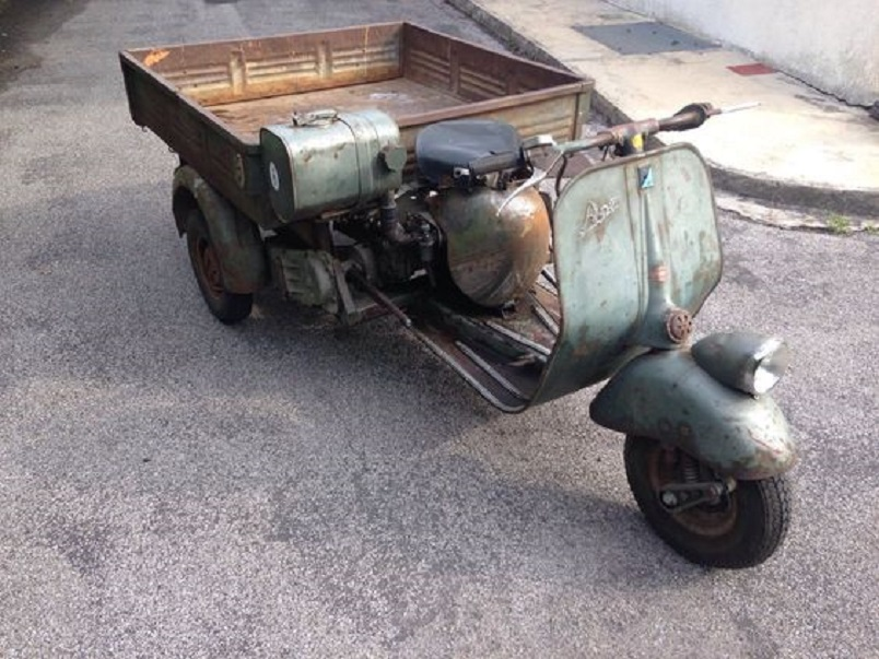 Il motocarro del negozio