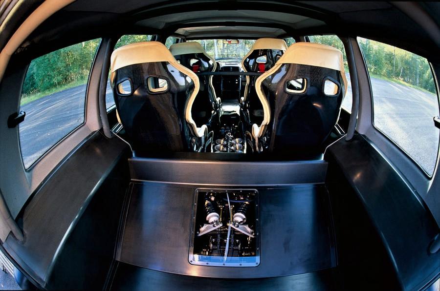 Renault Espace F1 l'interno con il motore in bella vista.