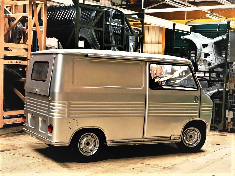 Heuliez simca 1100 van prototype, viste le dimensioni ridotte del van quella porta scorrevole e con quelle dimensioni credo potesse essere la soluzione migliore.