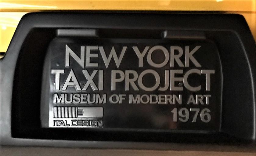New York Taxi Italdesign con la targa ancora visibile e presente sul modello esposto presso il Museo Alfa Romeo di Arese.