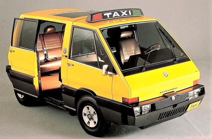 New York Taxi Italdesign con la sua ampia e pratica porta scorrevole.