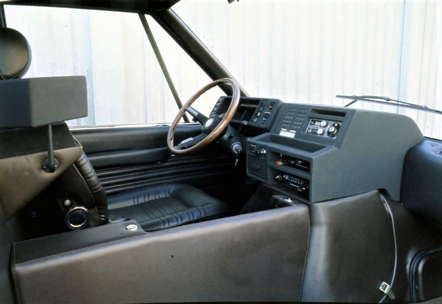 New York Taxi Italdesign gli interni con il suo posto guida, ampio e con tutti i comandi a portata di mano.