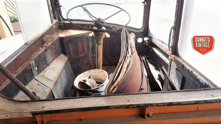 Il London Bus di Bob, la foto da un'idea delle condizioni in cui si trovava appena arrivato al campeggio.