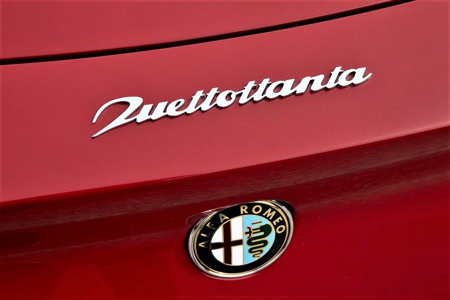 Alfa Romeo 2uettottanta, con il bellissimo e particolare nome impresso sulla carrozzeria.