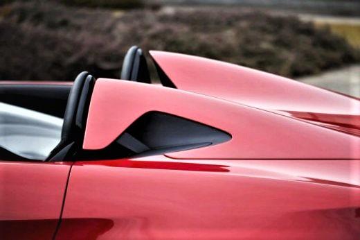 Alfa Romeo 2uettottanta, con i due roll-bar integrati nella carrozzeria.