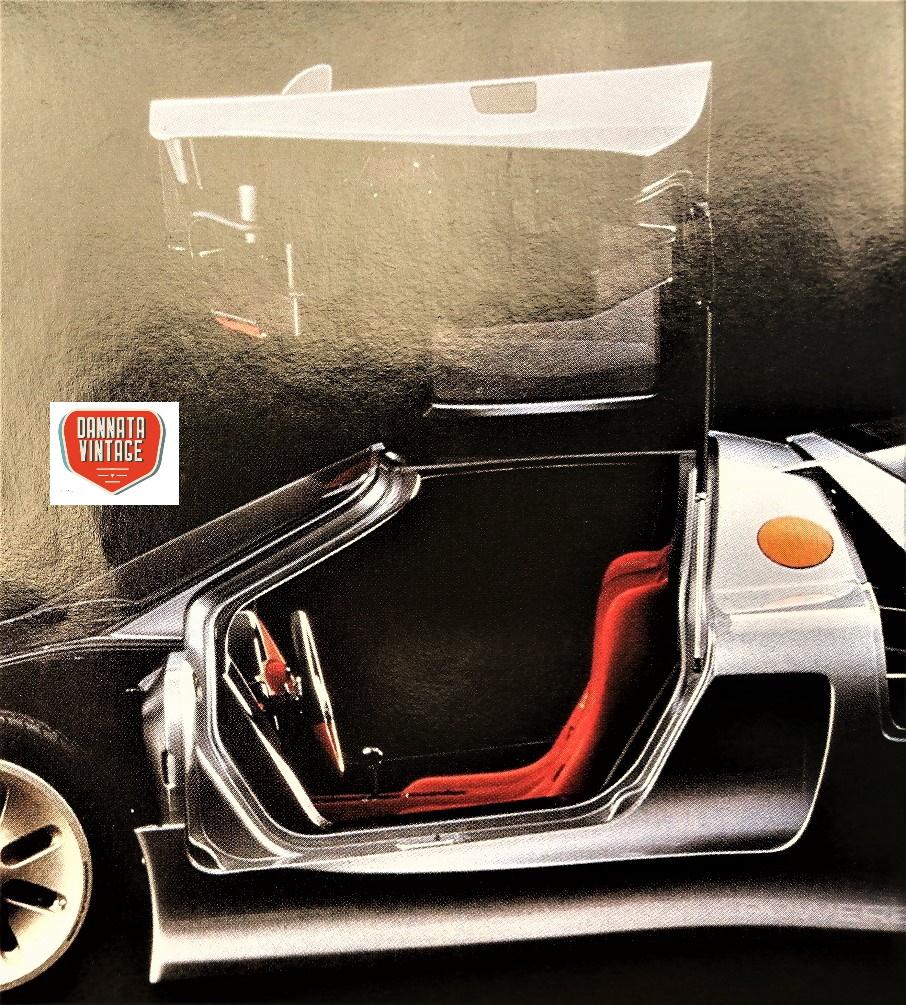 """Jiotto Caspita, con una apertura delle (sole) due portiere in """"stile Lamborghini""""."""