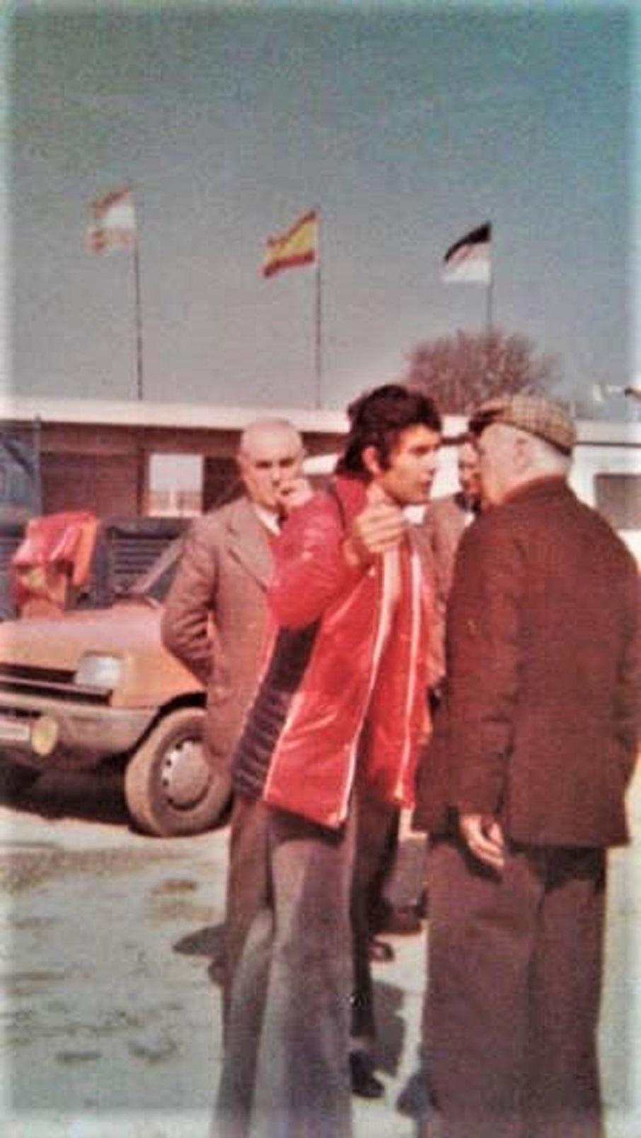 Lucio Fracassi in una sua foto: Agostini ed un tecnico MV.