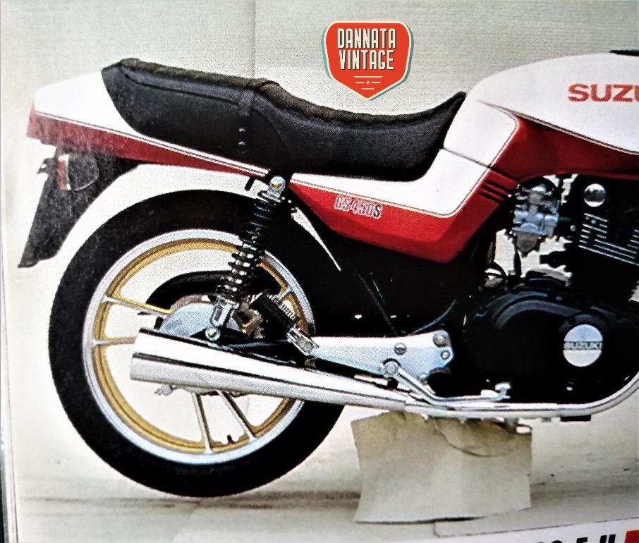 """Suzuki GS 450 S ;) quanto """"mi faceva"""" anni '70 quello scarico cromato."""