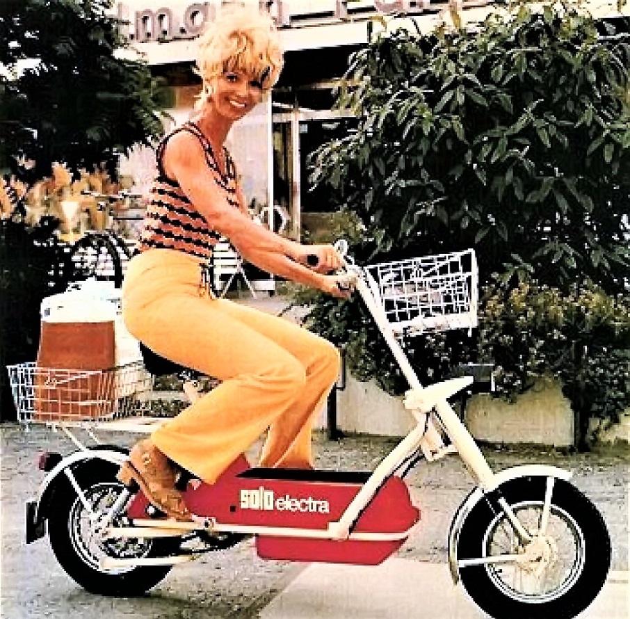Solo Electra scooter La foto di una delle brochure dell'epoca, quella presente in copertina.