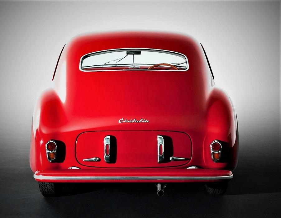 Cisitalia 202 quella scritta posteriore cromata, altro esordio su una auto di serie.