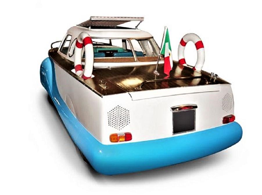 Fiat 1100 Boat Car Era dotata di tutto punto, salvagenti compresi.