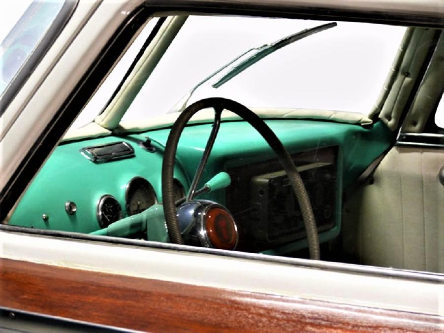 Fiat 1100 Boat Car Cruscotto e strumentazione identici a quelle della Fiat 1100.