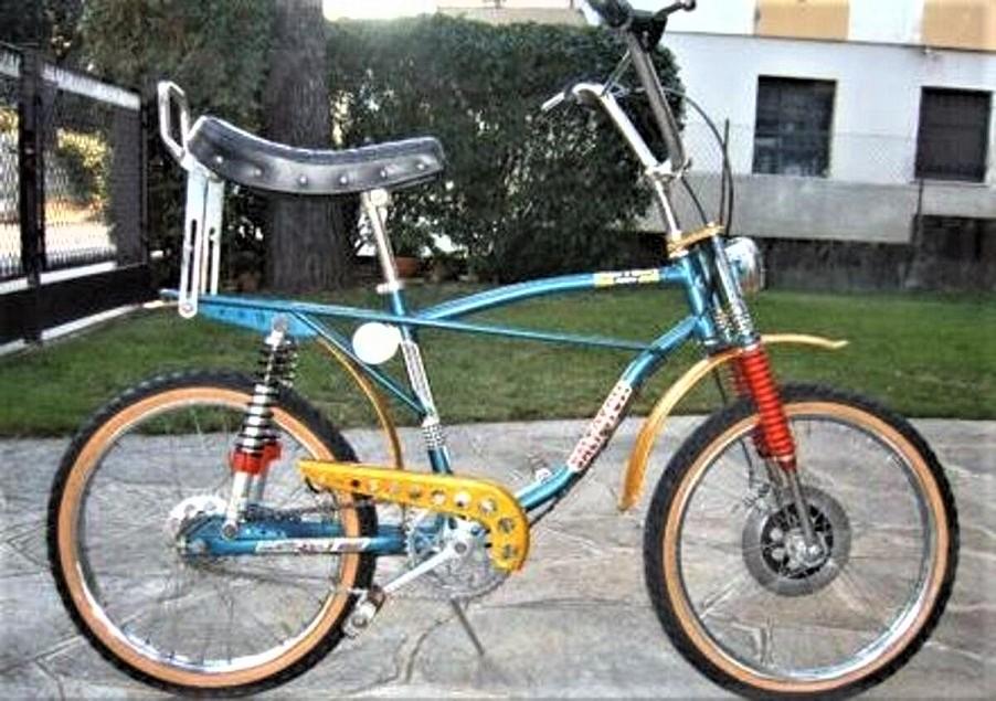 Le biciclette della mia gioventù, identica a quella che avevo io.