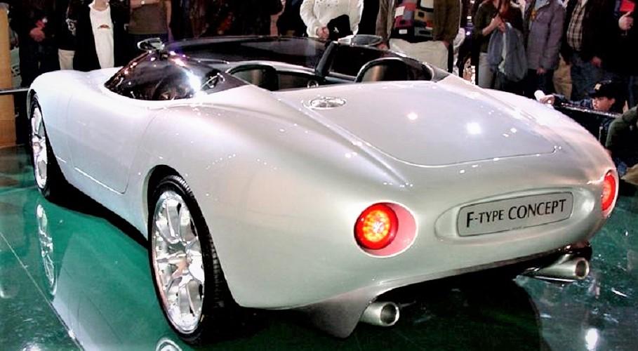 Jaguar concept F Type, presentata al Salone di Detroit nel 2000.