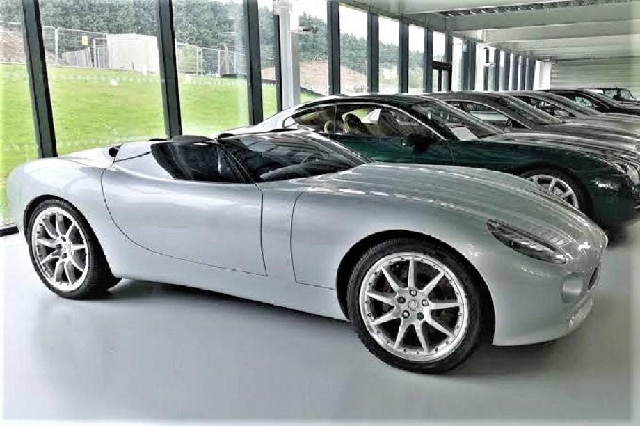 Jaguar concept F Type, ed eccola lì ;) bella ferma in un museo.