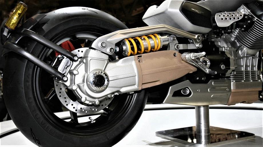 Moto Guzzi V12 Le Mans Quanto mi piace quel mono-ammortizzatore e quel monobraccio.