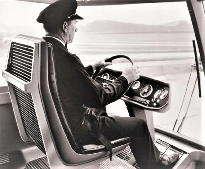 """Ford Big Red, Con un crusctto """"essenziale"""" ma comunque completa, il guidatore aveva tutto a """"portata d'occhio""""."""