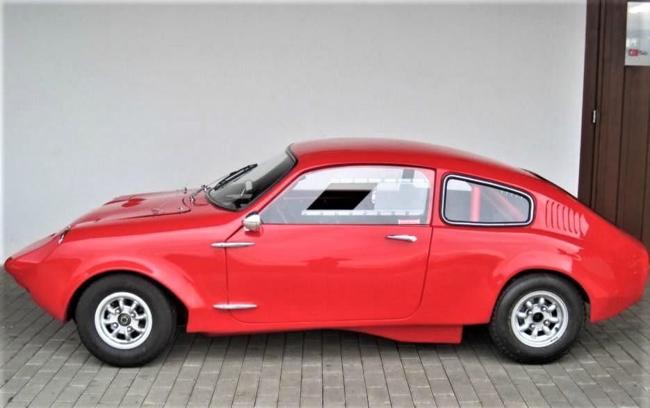 """Marcos piccole case inglesi Mini Marcos (1965) la vettura più """"economica"""" dell'intera gamma, nel 1966 fu l'unica auto britannica ad arrivare al traguardo di Le Mans."""