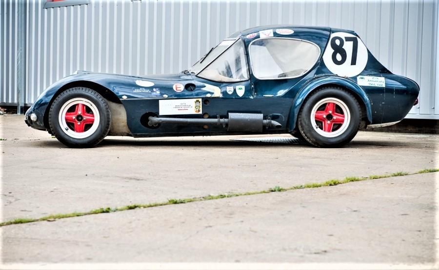 """Marcos piccole case inglesi La Xilon """"il brutto anatroccolo"""" motore Ford 105E, guidata anche da Jackie Steward."""