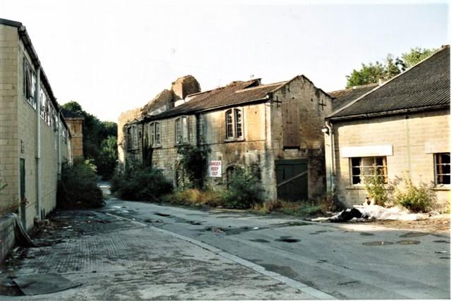 Marcos piccole case inglesi Quarta foto dello stabilimento quando era già chiuso ed in evidente stato di abbandono.