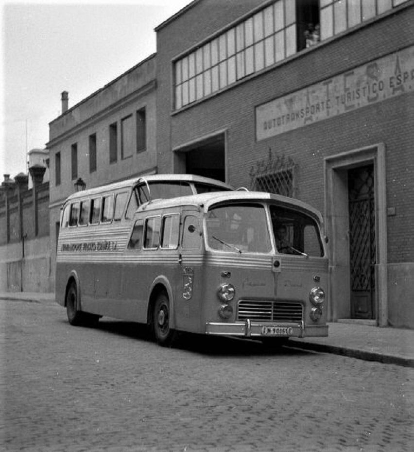 Pegaso eléctrico Lo Z-403 in una foto dell'epoca, un mezzo largamente impiegato per il trasporto pubblico.