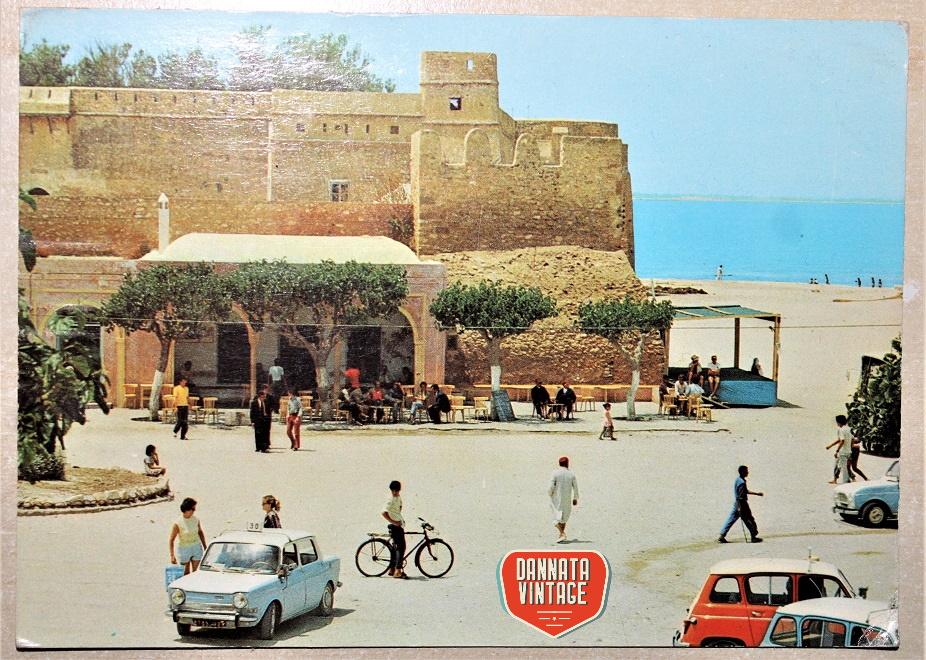 Pubblicità e cartoline vintage Hammamet (Tunisie) la Grande Place, non riesco a leggere la data.
