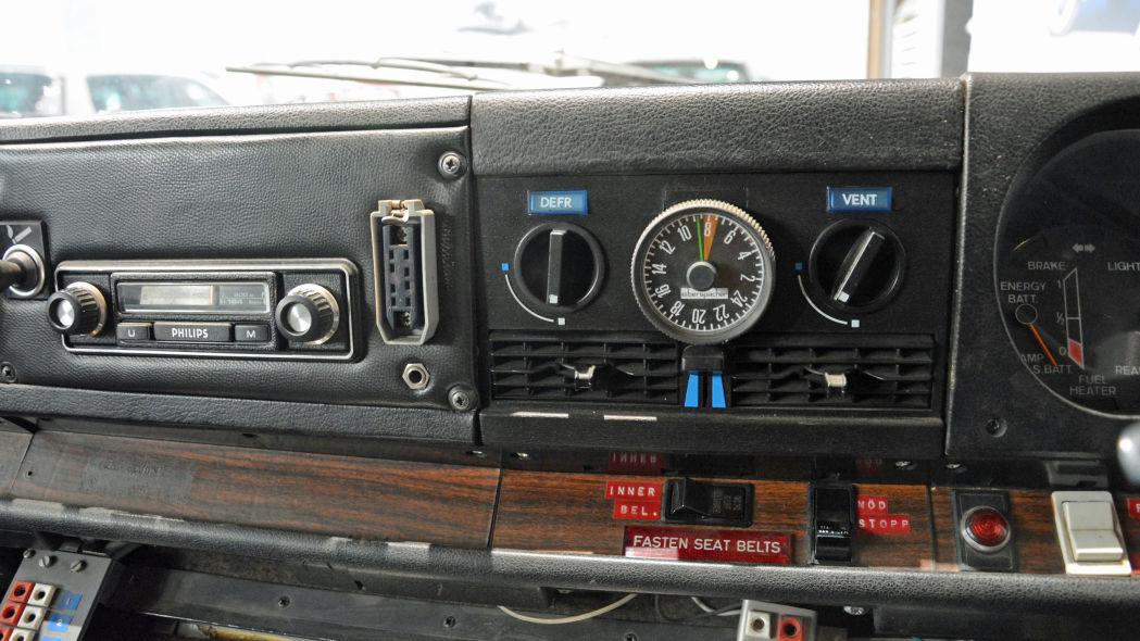 SAAB electric commercial vehicle Il voltmetro per verificare lo stato delle batterie, la loro carica.