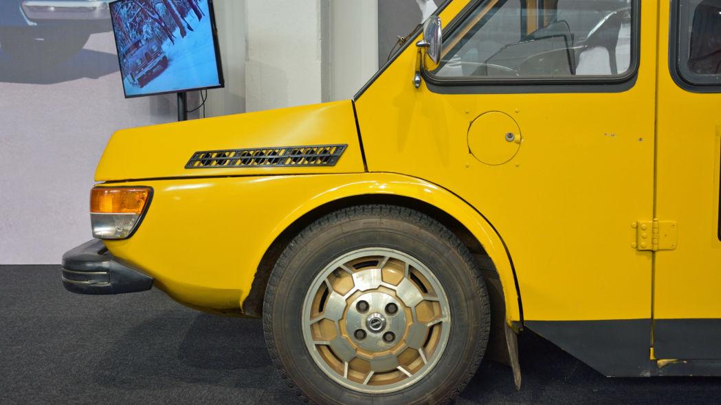 SAAB electric commercial vehicle Un pelino artigianale quella griglia ;) .