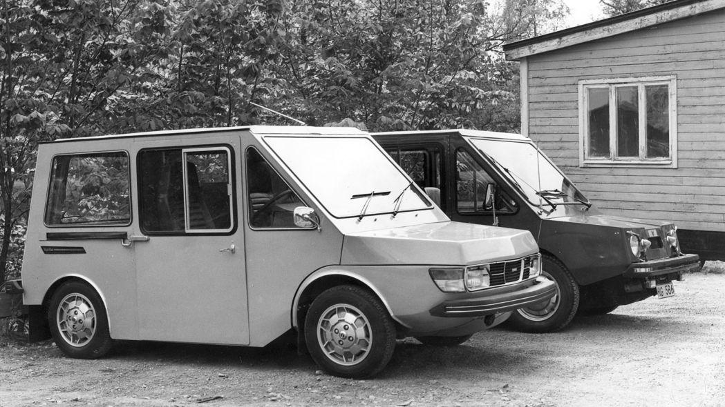 SAAB electric commercial vehicle In teoria quello più scuro dovrebbe essere il secondo prototipo, non si è certi che fosse elettrico però.