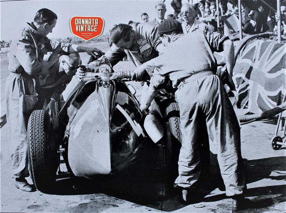 Alfa Romeo ALFETTA 1950 nei box a Silverstone.