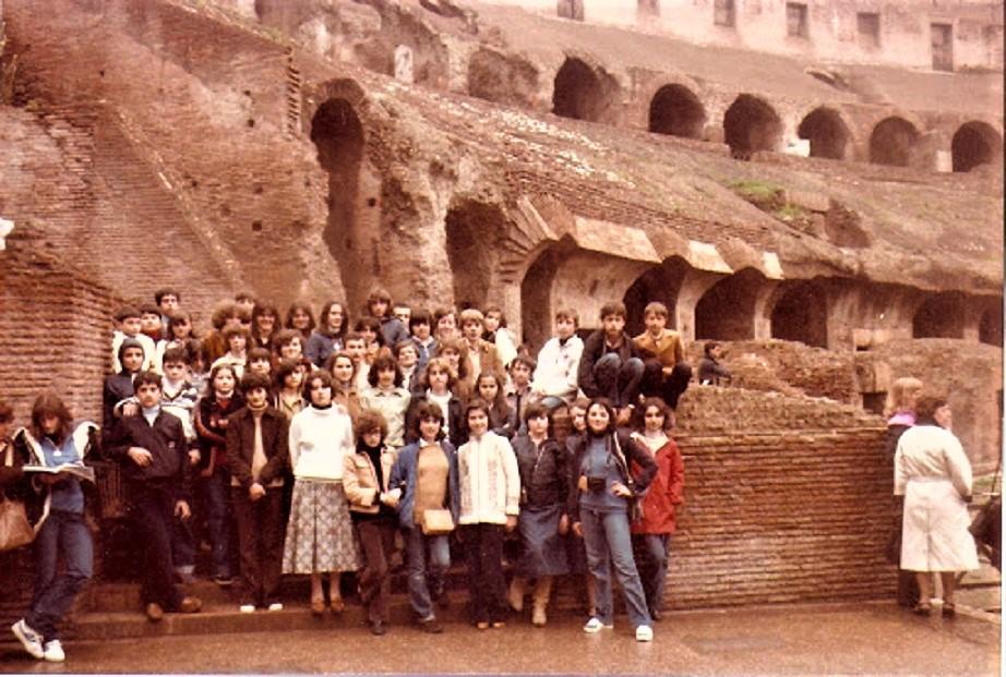 La gita scolastica Con ;) ;) alcuni nelle classiche pose da fotografia.