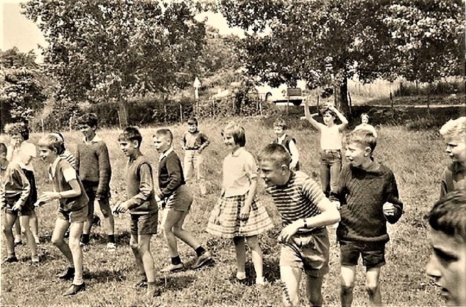 La gita scolastica Subito dopo aver pranzato, con uno di quelli al sacco, si giocava.
