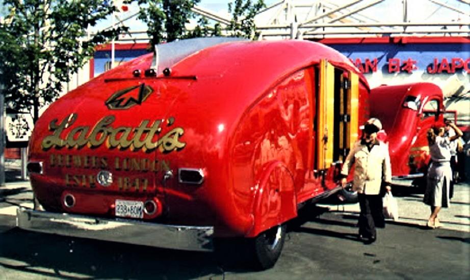 Labatt's Beer Aero La foto è sfuocata, ma spero si veda che l'autista indossa la divisa espressamente prevista.