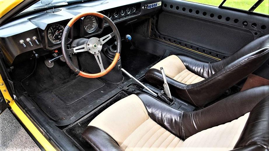 Lancia Fulvia HF Competizione Anche se al caro Andrea non sono piaciuti i trovo i suoi interni gradevolissiiimmiii ;).
