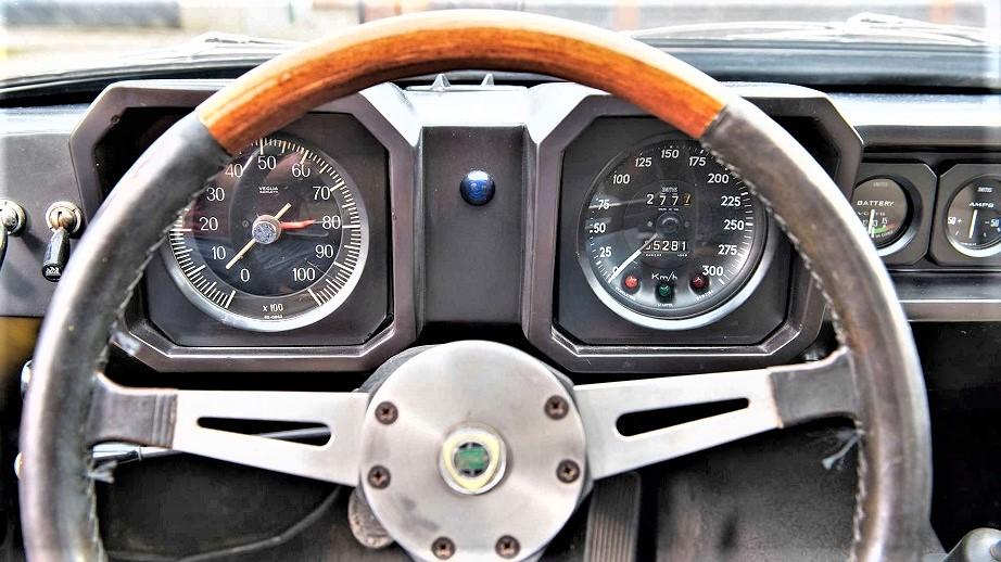 Lancia Fulvia HF Competizione Strumentazione chiaramente derivata da altri modelli Lancia di allora.