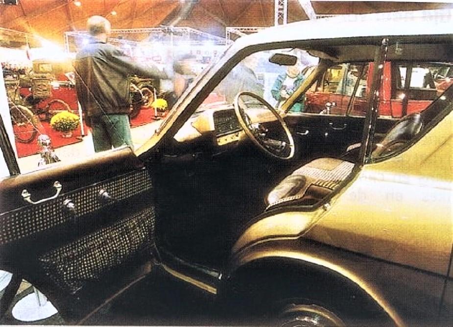 Renault 900 concept L'accesso all'abitacolo sembra agevole, non dissimile a quello che avremmo visto qualche decennio dopo magari su una monovolume.