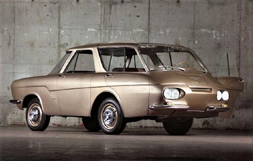 Renault 900 concept Il primo esemplare color oro, realizzato dalla Carrozzeria Ghia.