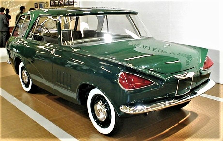 Renault 900 concept La seconda versione, diversa nel colore un verde, per il posizionamento del motore e le differenti luci anteriori.
