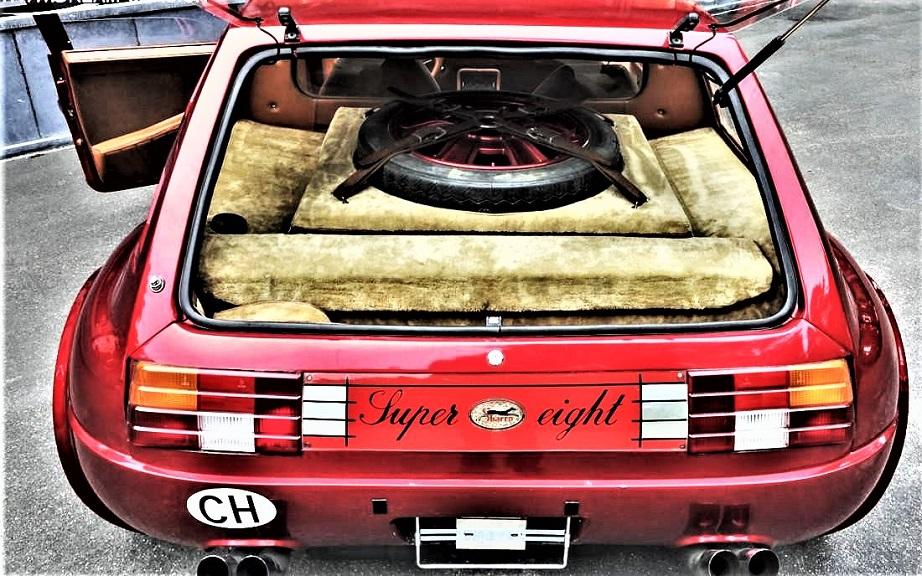 Sbarro Super Eight 260 cavalli, trazione posteriore, cambio manuale a cinque marce della Ferrari.