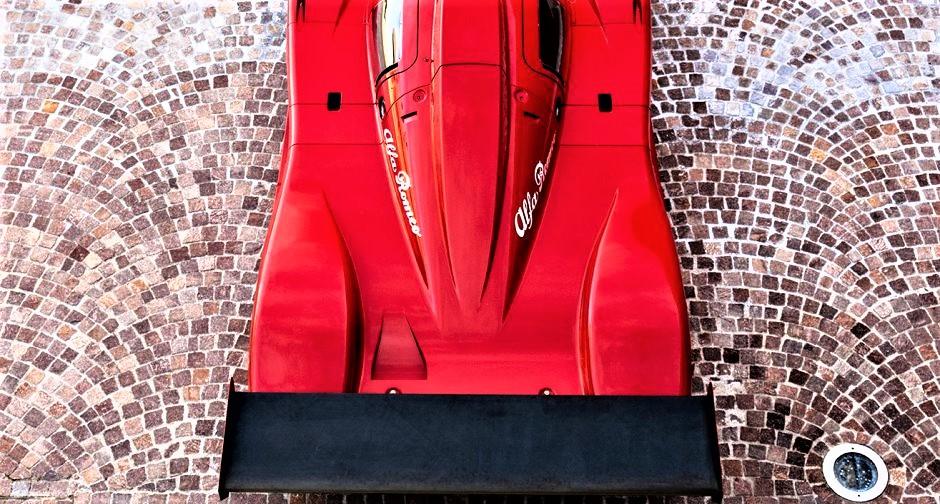 Alfa Romeo Sport Prototipi In questa foto decisamente spicca il bel alettone posteriore.