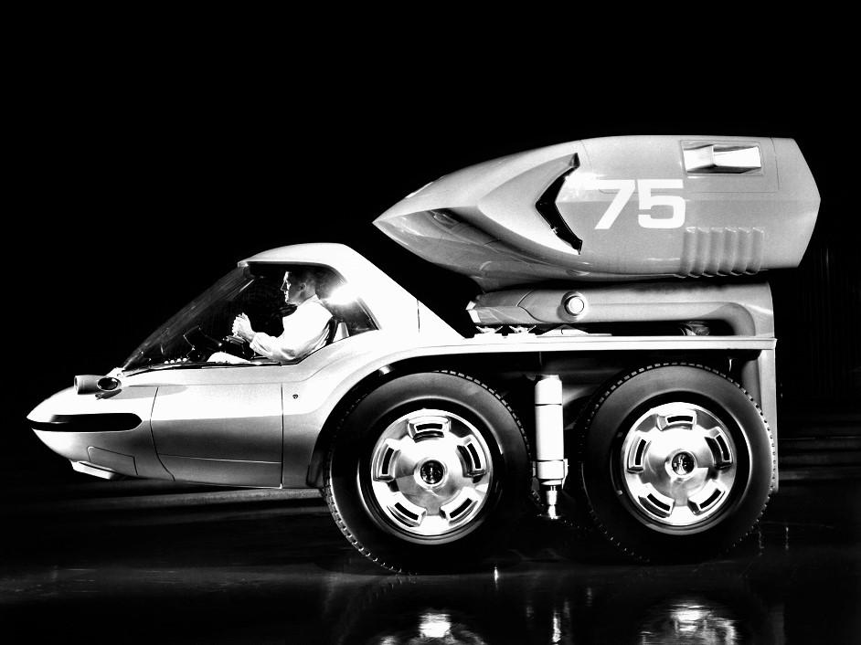 GM Bison Il designer probabilmente ha attinto dalle sue esperienze cinematografiche quando pensò al posto di guida.