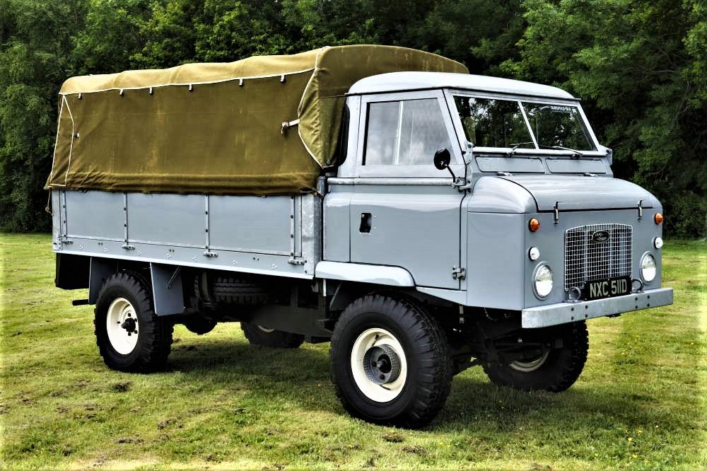 Land Rover Forward Control La versione telonato, peraltro questo è tutto in perfette condizioni, appena restaurato.