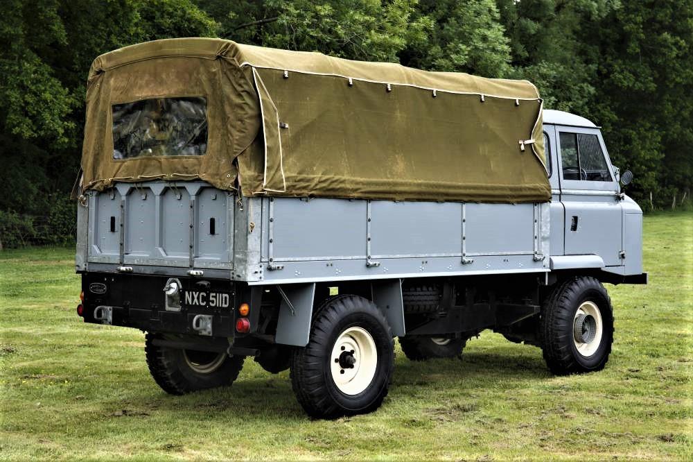 Land Rover Forward Control La cabina e l'intera carrozzeria sembrò subito curata e rifinita, anche grazie all'utilizzo di pannelli per coprire il telaio.