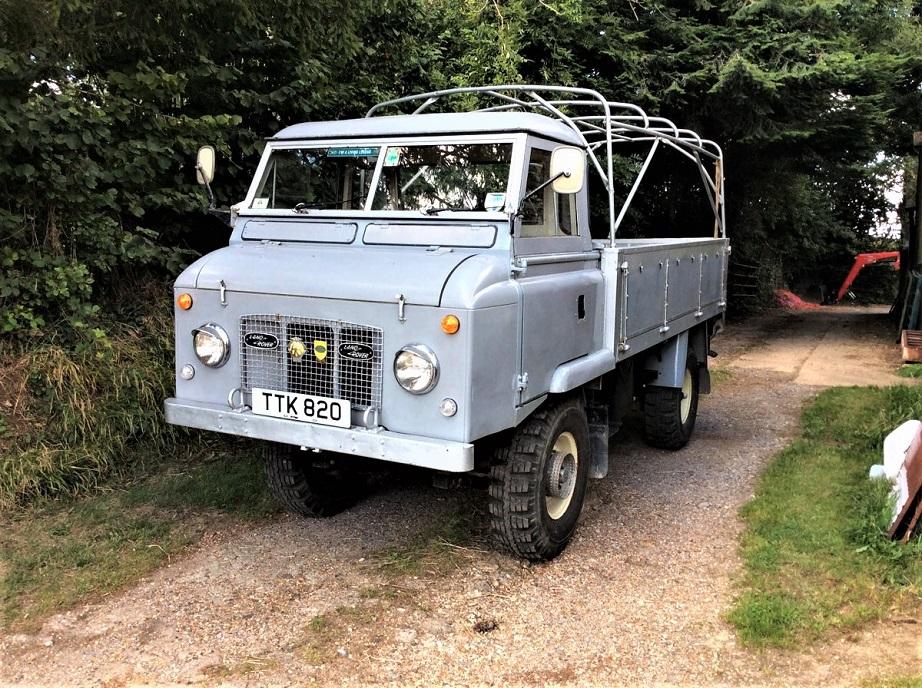 Land Rover Forward Control Senza il suo telo di serie ma con la struttura ben visibile.