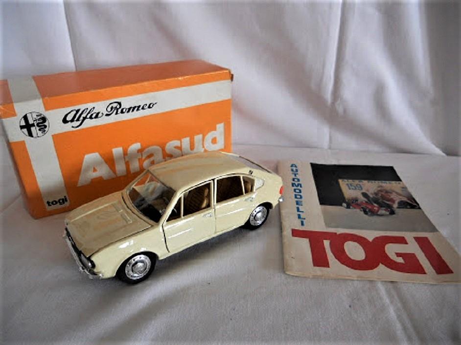 Miei ricordi su le auto in scala Catalogo e scatola con il logo della casa produttrice.