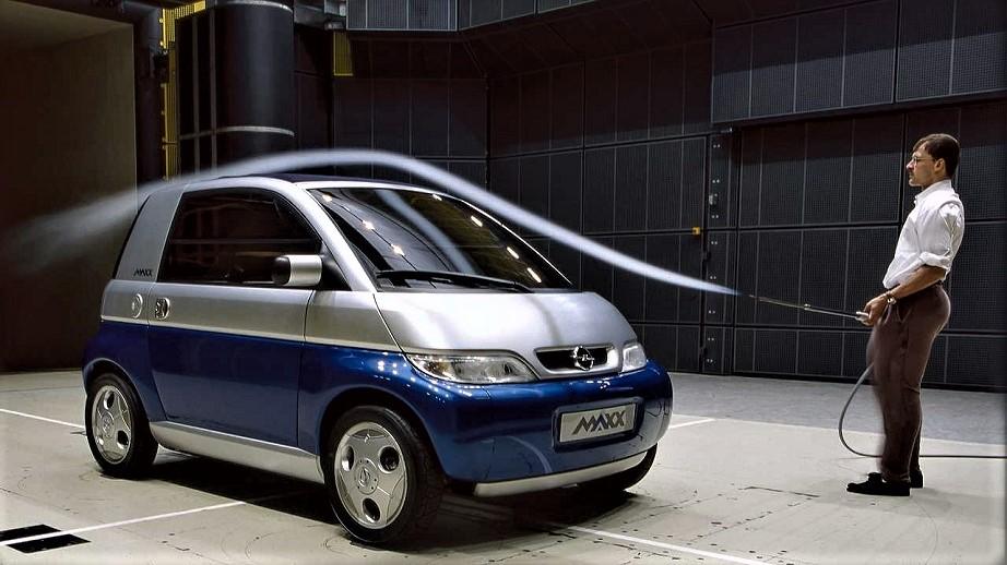 Opel MAXX Nella galleria del vento della casa tedesca.