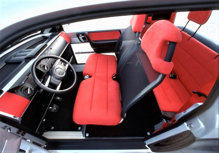Opel MAXX Rispetto alle dimensioni gli interni sembrano davvero comodi ed accoglienti, si noti la struttura dei sedili anteriori.
